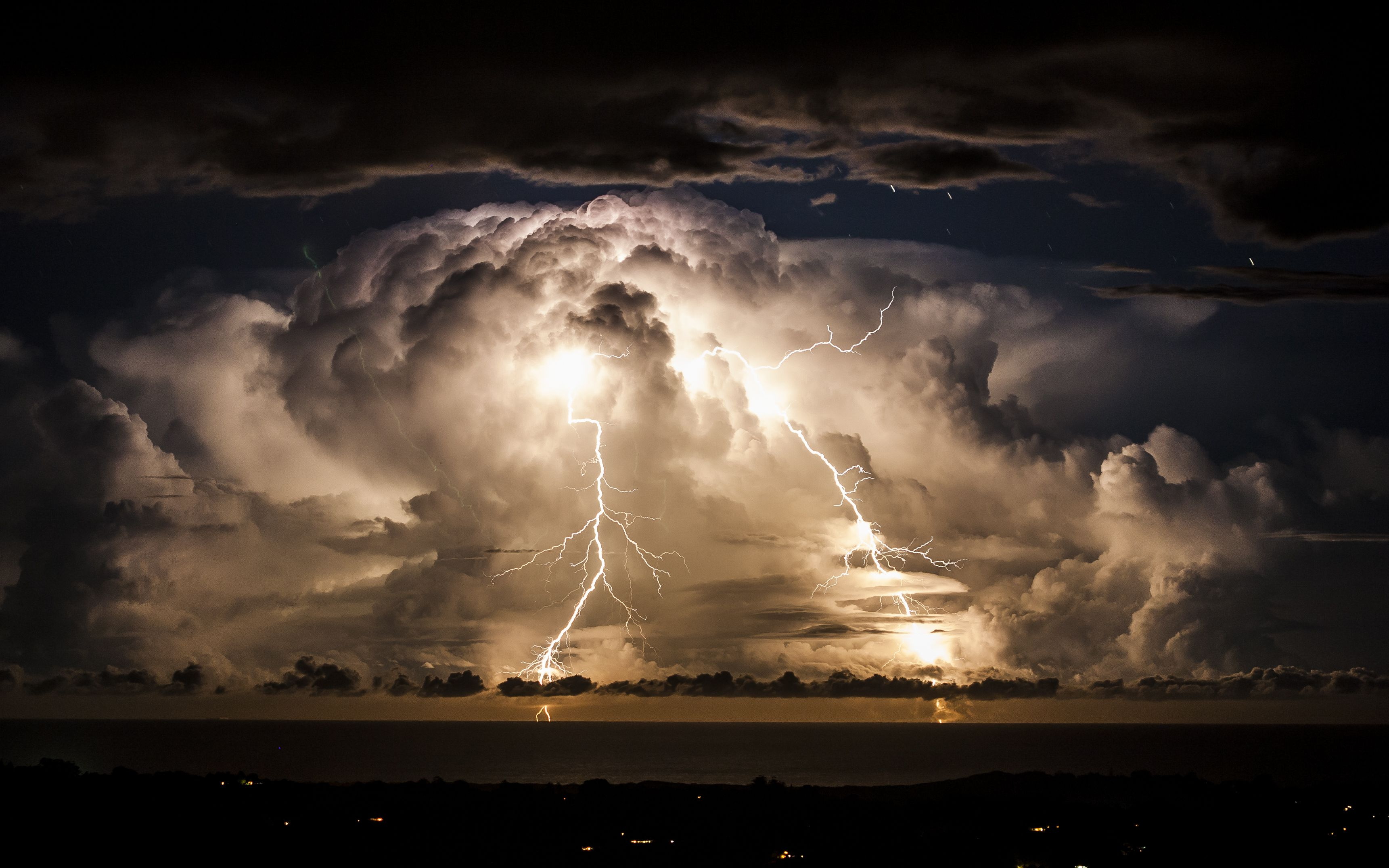 Comparing Thunderstorms Tornadoes And Hurricanes