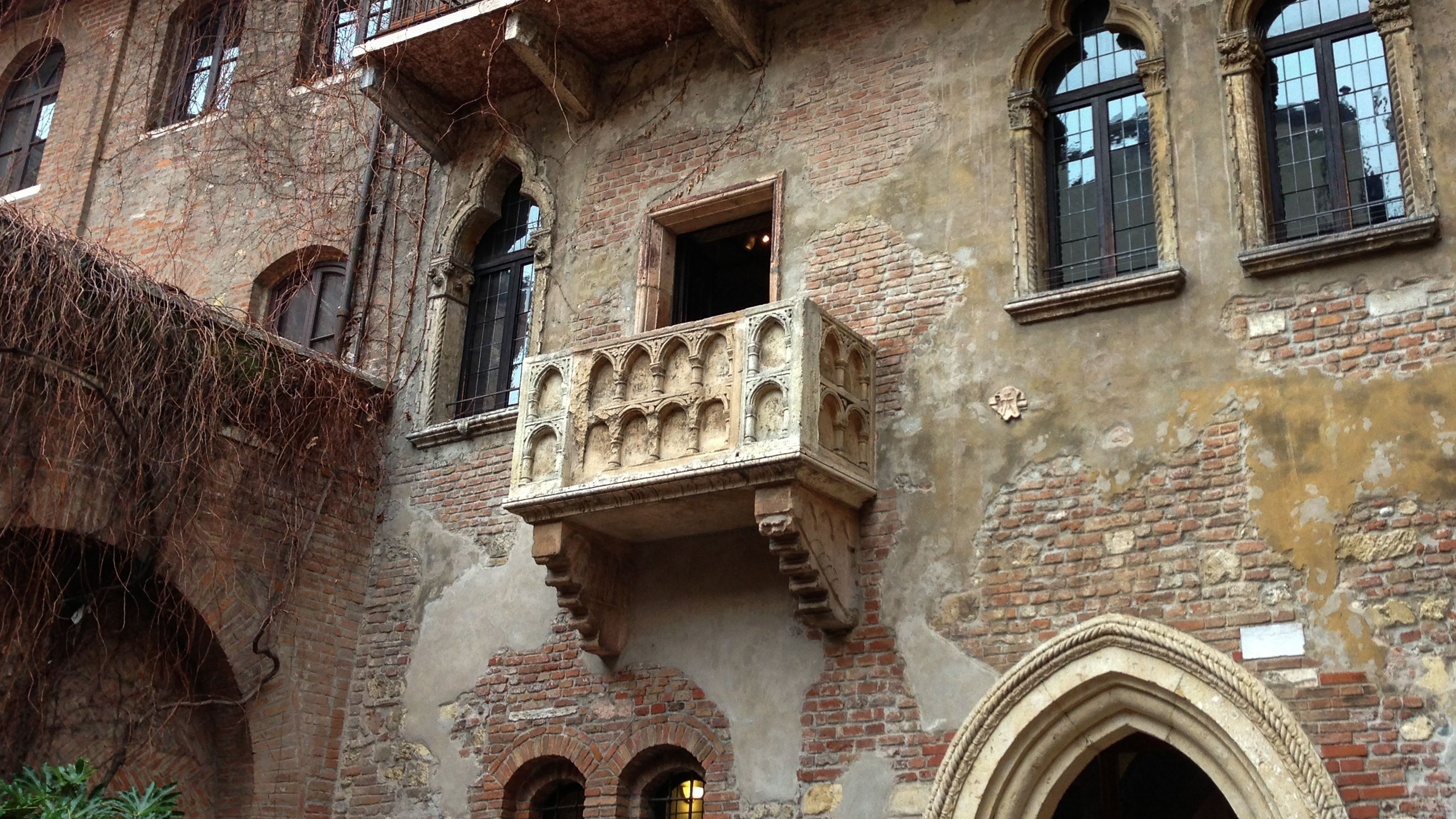 Excerpt From Romeo And Juliet Balcony Scene