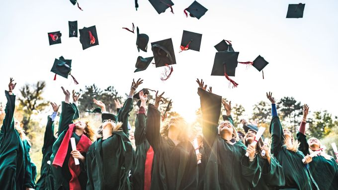 Strategies for Graduating College Early to Save Money