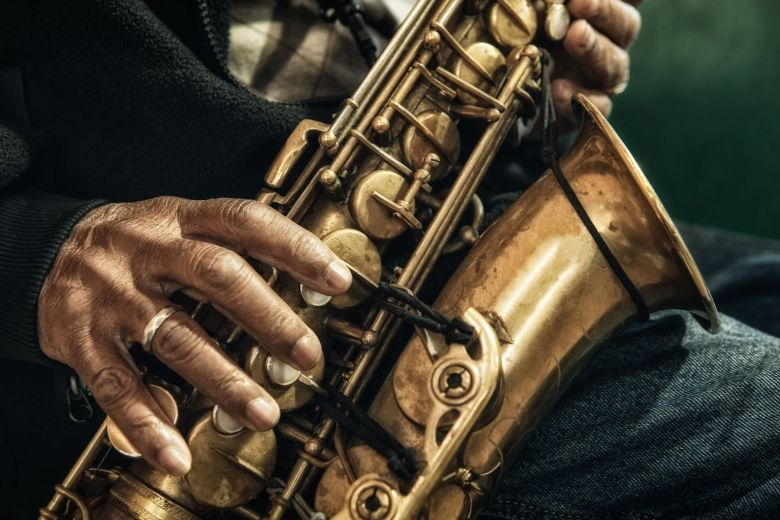 a history of the saxophone in jazz
