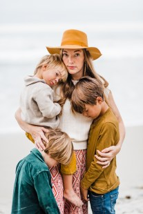 'L' FAMILY | MOTHERHOOD MINI SESSION AT THE BEACH-73