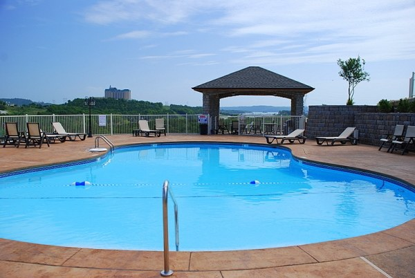 2-bedroom-branson-lake-condos-pool