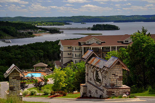 Branson lakefront condo make it yours for Branson condos and cabins for rent