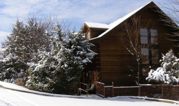 cabin-snow-winter