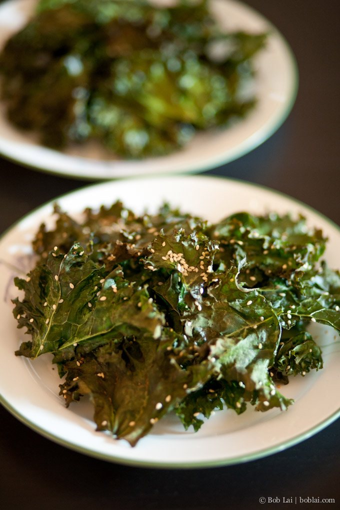 Kale chips with sesame seeds
