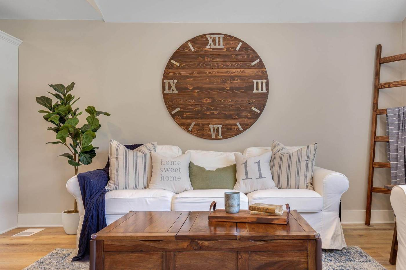 Photo of the interior design of the living room with a custom-made clock and professionally staged