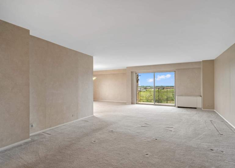 Virtual staging services for real estate photography - empty living room before the virtual staging