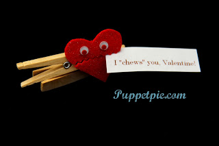 Make a Valentine's Day puppet with a tutorial from puppetpie.com! [image: staceyrebecca/PuppetPie]