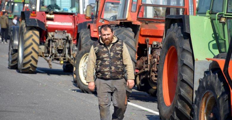 Δυναμικές κινητοποιήσεις από τους αγρότες – Πού στήνουν μπλόκα
