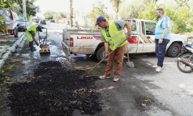 Εργασίες συντήρησης οδοστρώματος στην Παραλία Ασπροπύργου