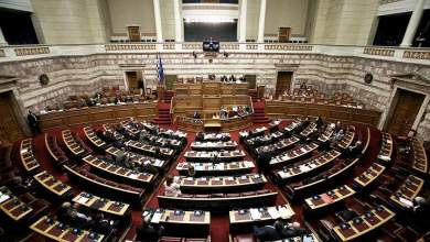 Photo of Υψηλοί τόνοι στη Βουλή για Μόρια και ελληνοτουρκικά