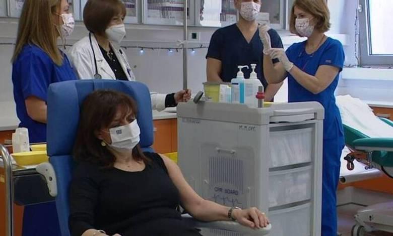 Επιχείρηση «Ελευθερία»: Εμβολιάστηκε η Πρόεδρος της Δημοκρατίας και ο Πρωθυπουργός