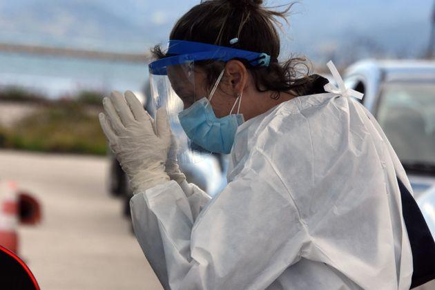 Κορωνοϊός: 3.073 νέα κρούσματα και 45 νεκροί το τελευταίο 24ωρο
