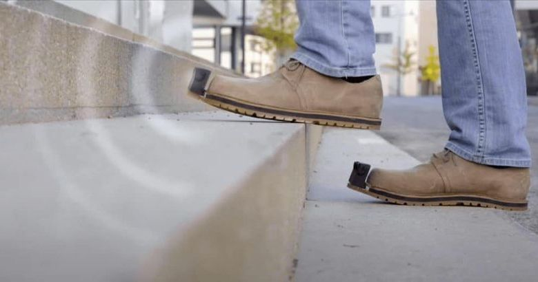 Smart παπούτσια που εντοπίζουν... εμπόδια