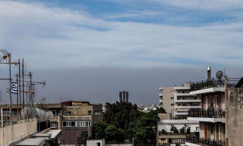 «Βροχή» στάχτης σε Ελευσίνα και Ασπρόπυργο απο την φωτιά στον Σχίνο