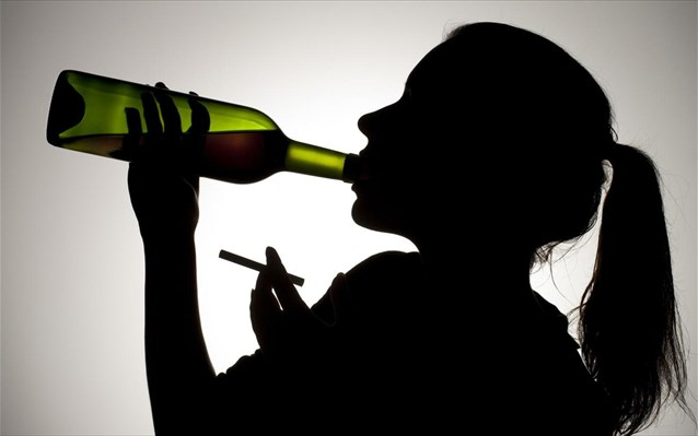 Εκτίναξη 20% στους θανάτους απο αλκοόλ εν μέσω πανδημίας