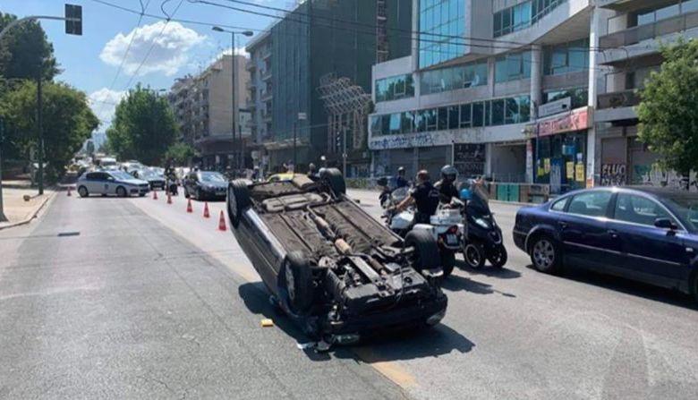 Αυτοκίνητο ανετράπη στην Αλεξάνδρας - μεγάλο μποτιλιάρισμα