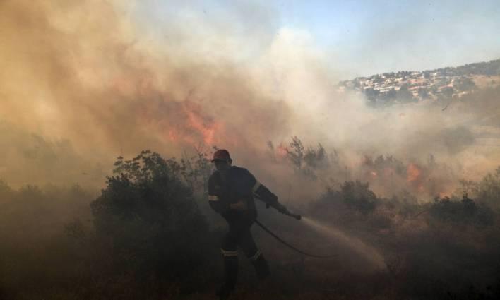 Πολύωρη μάχη με τις φλόγες σε Βαρνάβα και Εύβοια