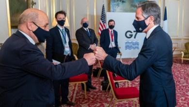 Οι ΥΠΕΞ Γαλλίας και ΗΠΑ αντάλλαξαν χειραψία, αλλά δεν συνομίλησαν κατ' ιδίαν