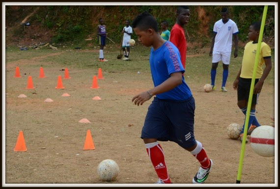 colombia_boy_playing_soccer