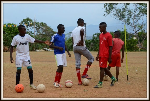 soccer_game_youth_in_field_taminango_colombia