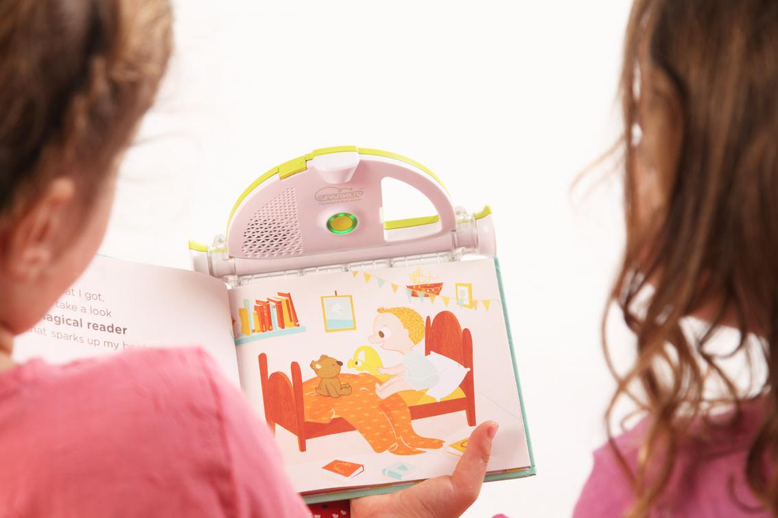 Sparkup-girls-reading