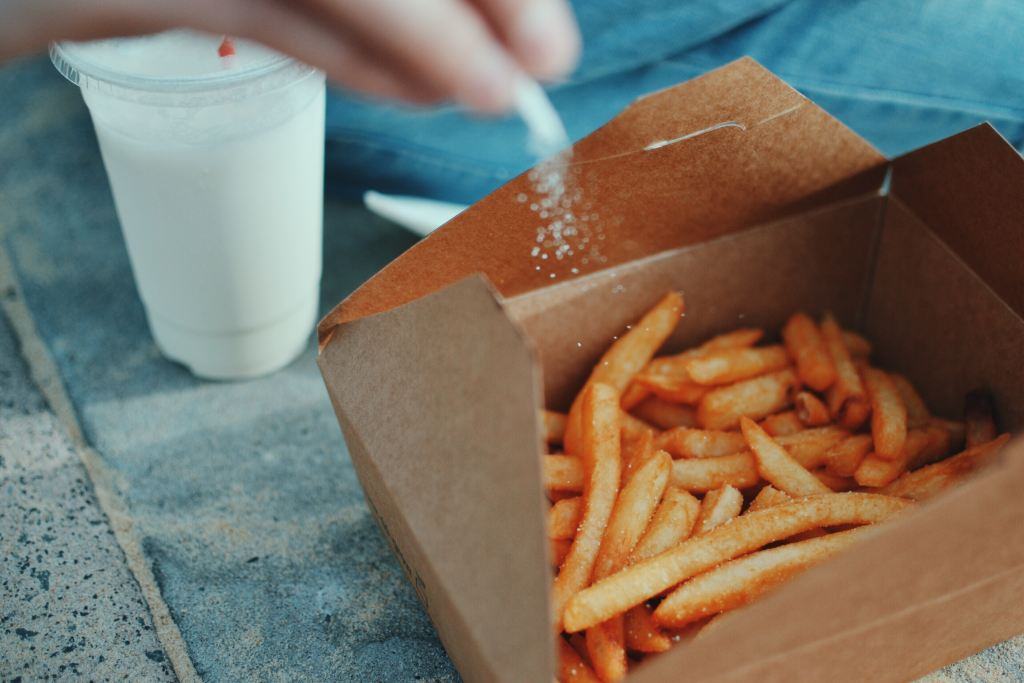 salty_french_fries_in_takeout_container_reduce_sodium