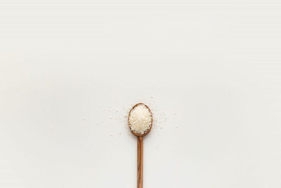salt_in_wooden_spoon_reduce_sodium