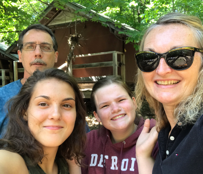 family_photo_dropping_daughter_at_camp