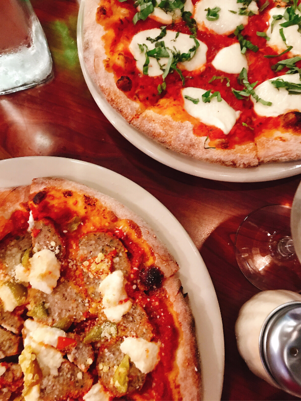 wood_oven_pizza_venetos_rochester_banana_peppers, feta_sausage