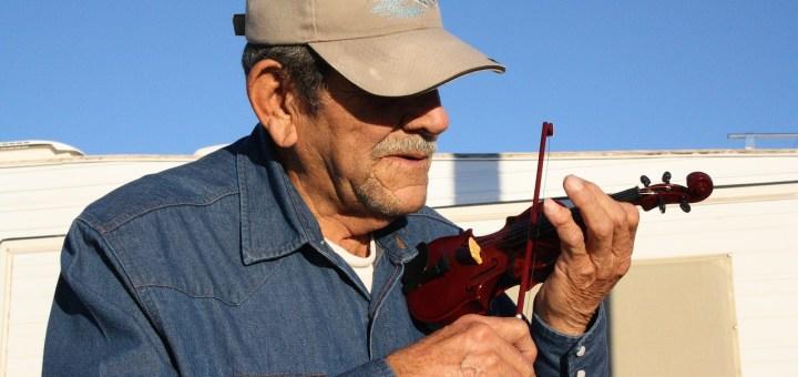violin man throwcase