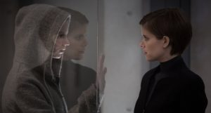 """Lee Weathers (Kate Mara, right) face to """"face"""" with Morgan (Anya Taylor-Joy) in the lab."""
