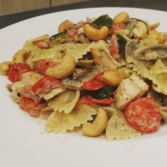 Pasta pesto met kip en cashewnootjes