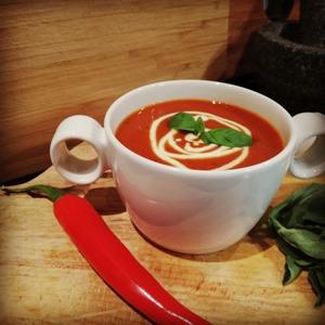 Gebonden tomatensoep met rode wijn en spekjes