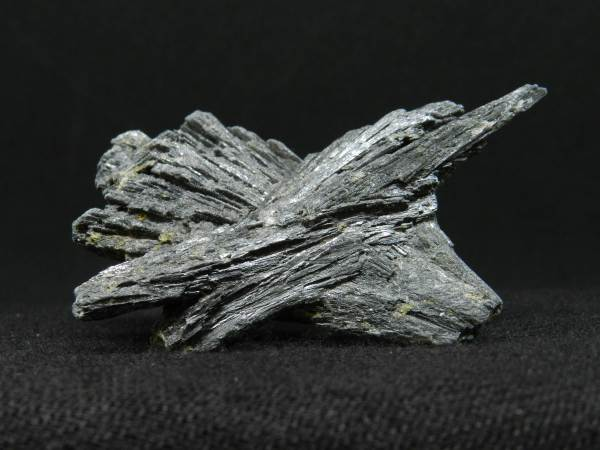 Side image of Black Kyanite