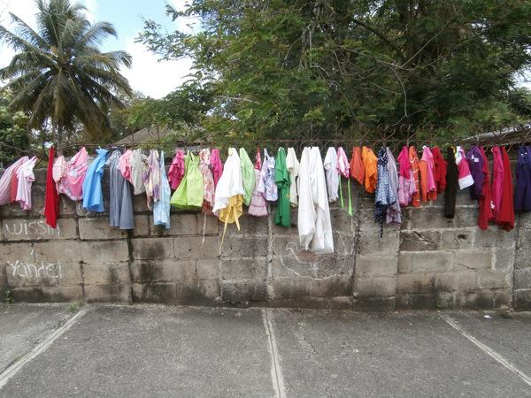 Boh. Di solito io cerco di allargare più che posso i vestiti che stendo, si asciugano più in fretta, no?