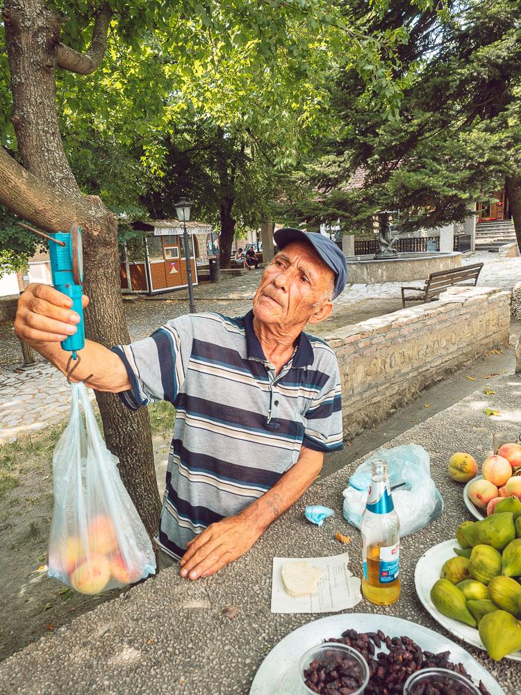 Venditore di frutta a Sighnaghi