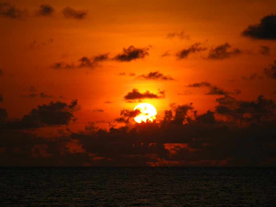 Glorious sunset from the viewing deck: Vilamendhoo Island Resort
