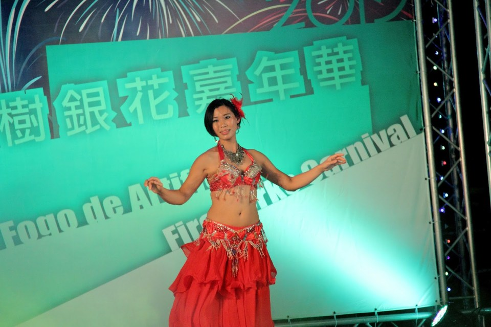 Macau: Dancing to 'Shik shak shok'... shimmy!