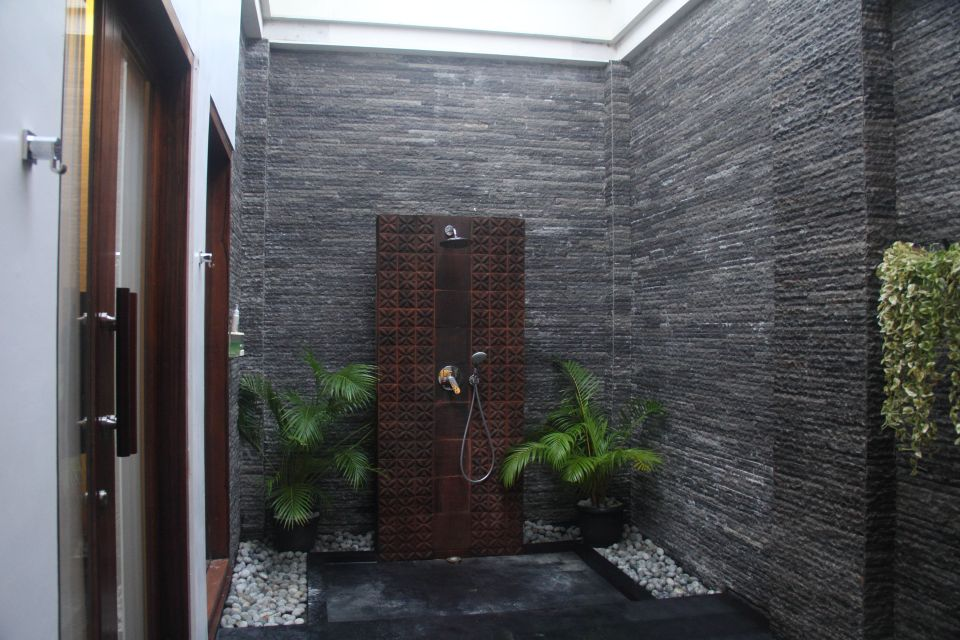 Open air bathroom at the Galangal Spa