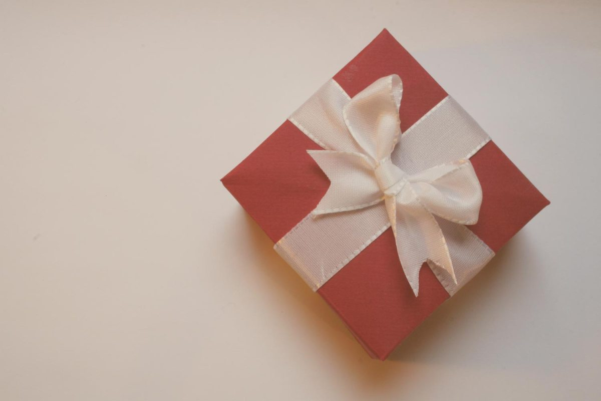 Simplify Giving – 6 Family Christmas Gift Exchange Ideas & Tools