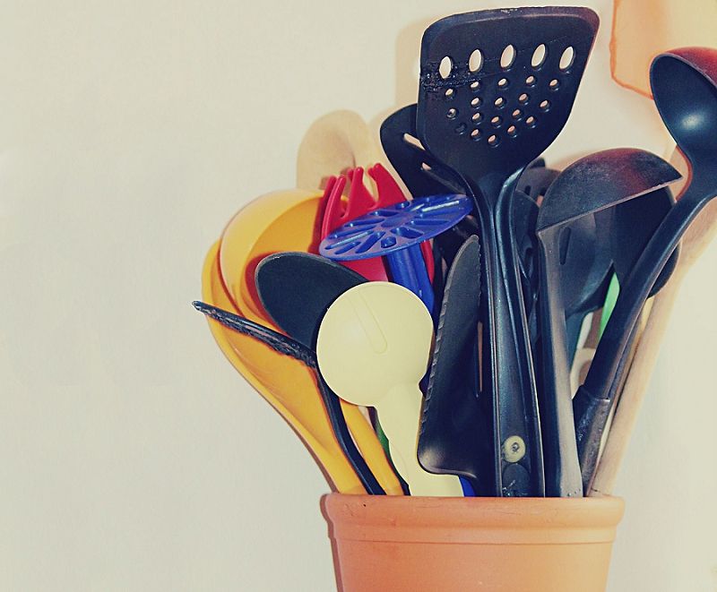 16+ Things to Get Rid of to Reduce Kitchen Clutter - get rid of spatulas & scrapers