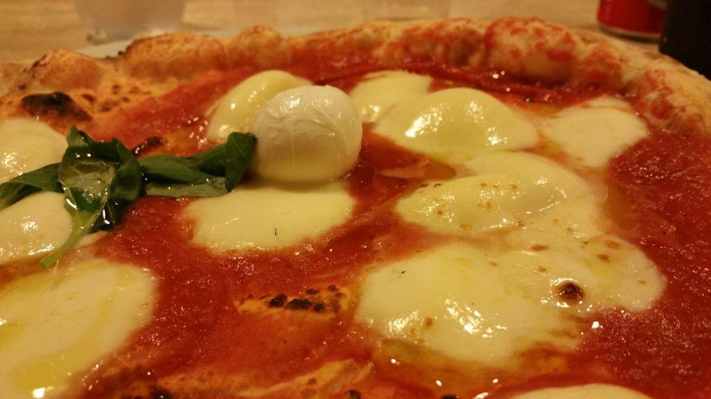 Pizzeria O'Pazzariello, 'nu piezz 'e Napule... a Lucca!