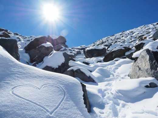 ou partir en février - montagne enneigée et coeur