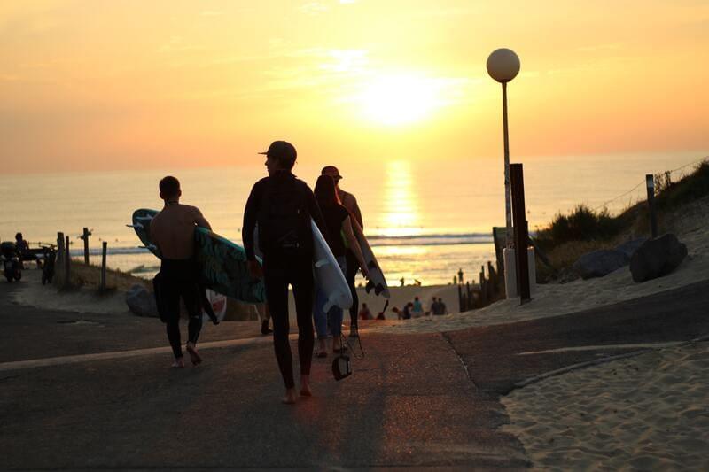 vacances été 2020 - jeunes surfeurs Hossegor