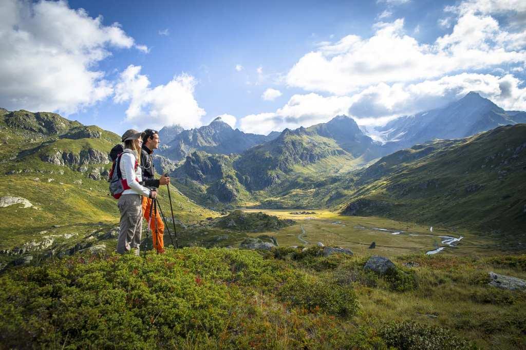 destination été - sainte-foy-tarentaise randonnée et paysage de montagne