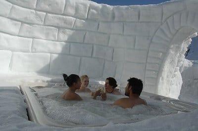 jacuzzi dans un igloo - hotel igloo insolite