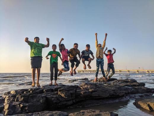colonie de vacances adolescents été - jeunes qui sautent
