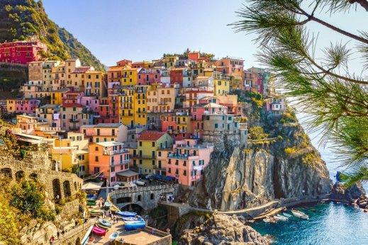 italie visite maisons colorées et mer