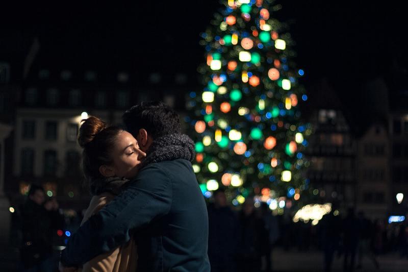 sapin de Noël calin homme femme Noël strasbourg